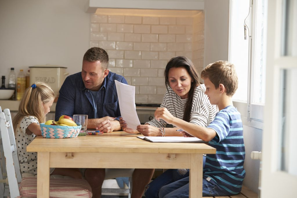 Homework And Anxiety Society >> Parents Helping Children With Homework At Kitchen Table - Effective Child Therapy